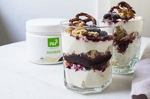 Trifle mit Beeren und Superfoods
