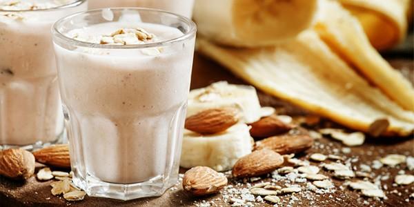 mandelmus-weiss-verwendung-smoothie