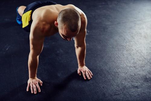Cet exercice est polyvalent avec beaucoup de tension musculaire et  sollicite surtout les muscles avant et arrière du torse. Tout est dans  l exécution ... c2d9a972397