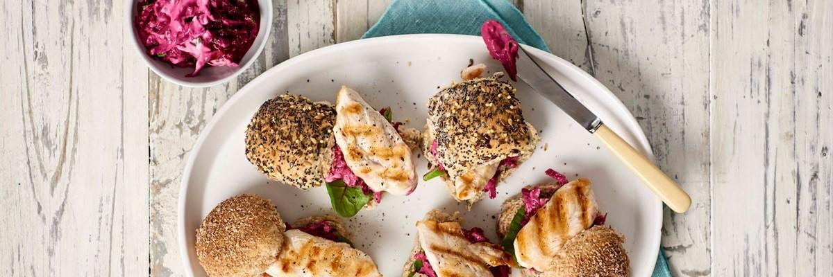 Hähnchen-Snack vom Grill mit Rote-Bete-Tzatziki