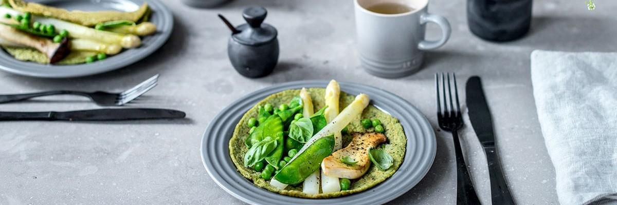 Grüne Protein Pancakes mit Spargel