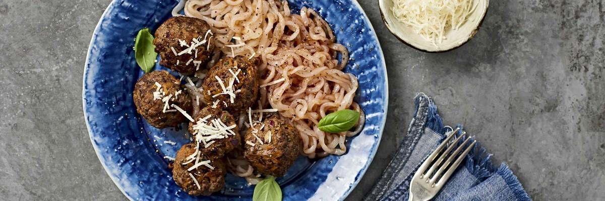 Low Carb Hackbällchen mit Chia und Konjak-Pasta