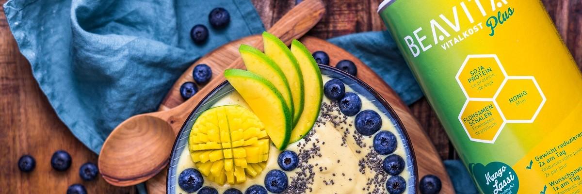 smoothie bowl rezept mit mango lassi und proteinkick. Black Bedroom Furniture Sets. Home Design Ideas