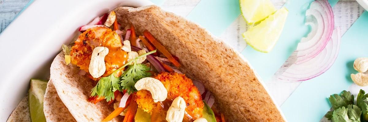 Mais-Tortillas mit Garnelen und scharfer Erdnusssauce