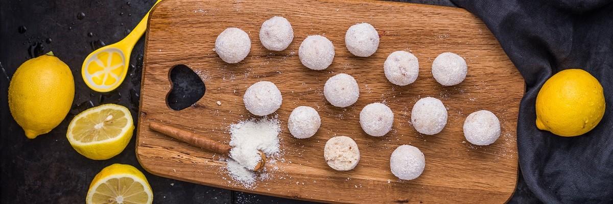 Vegane Energy Balls mit Zitrone & Kokos