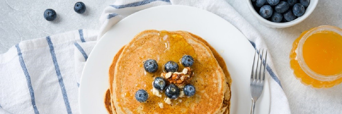 Low Carb Protein Pancakes mit Blaubeeren