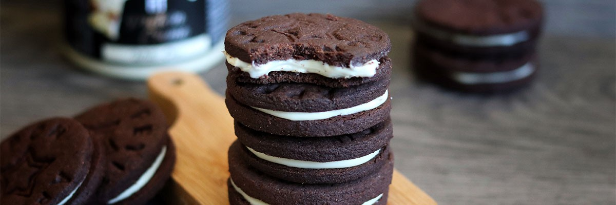 Oreo ripieni di cioccolato bianco senza zucchero