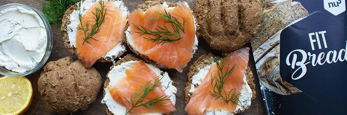 Toasts low carb et sans gluten au saumon