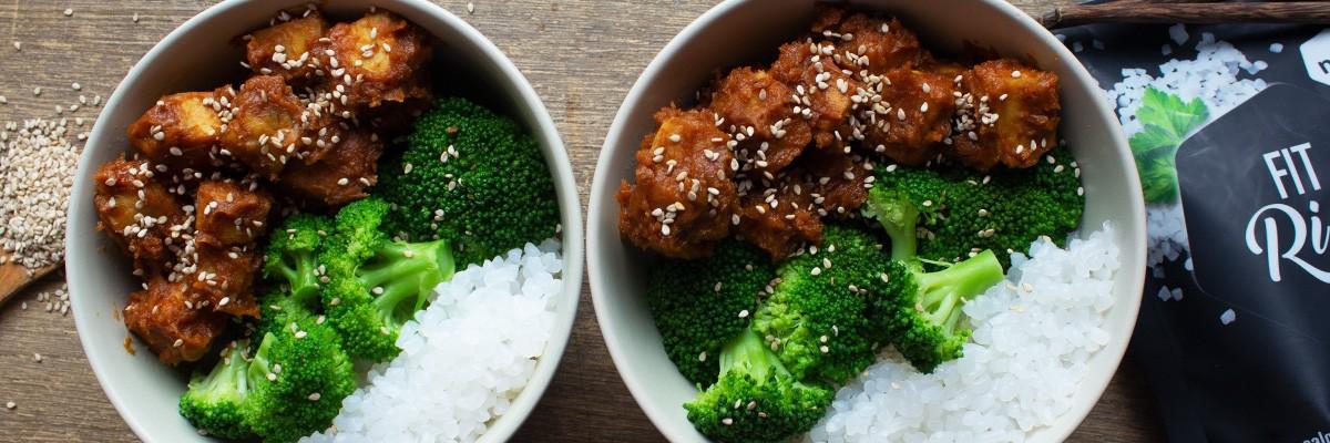 Reis mit Erdnusssauce & Tempeh