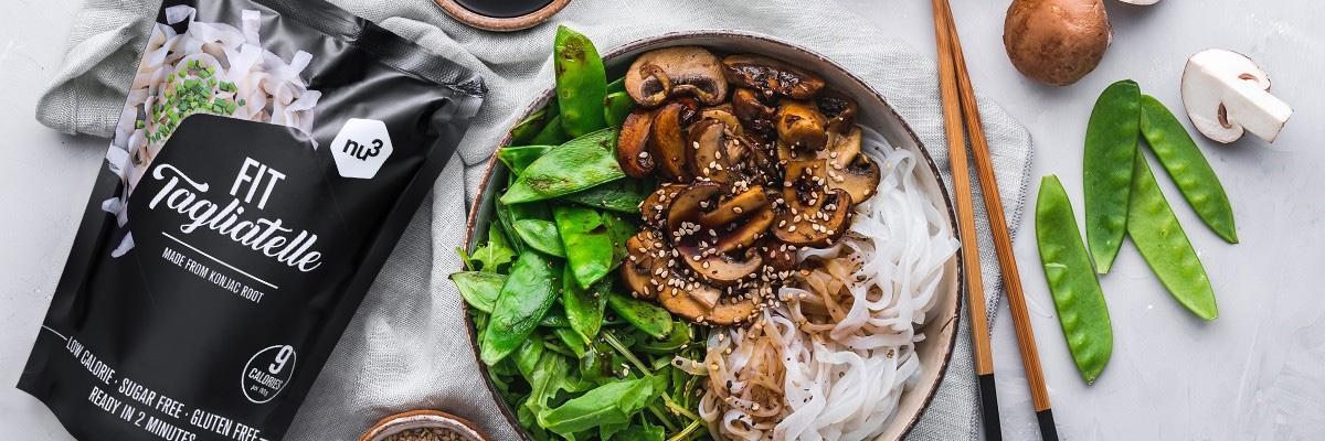 Asiatische Nudel-Bowl mit Gemüse