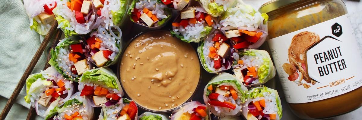 Involtini primavera con salsa di arachidi