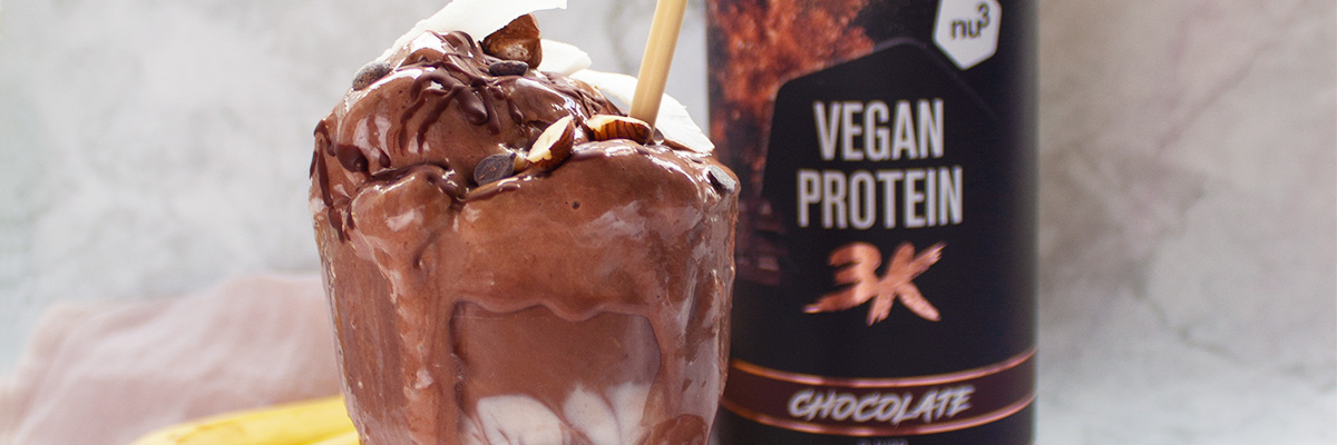 Frullato proteico vegano al cioccolato