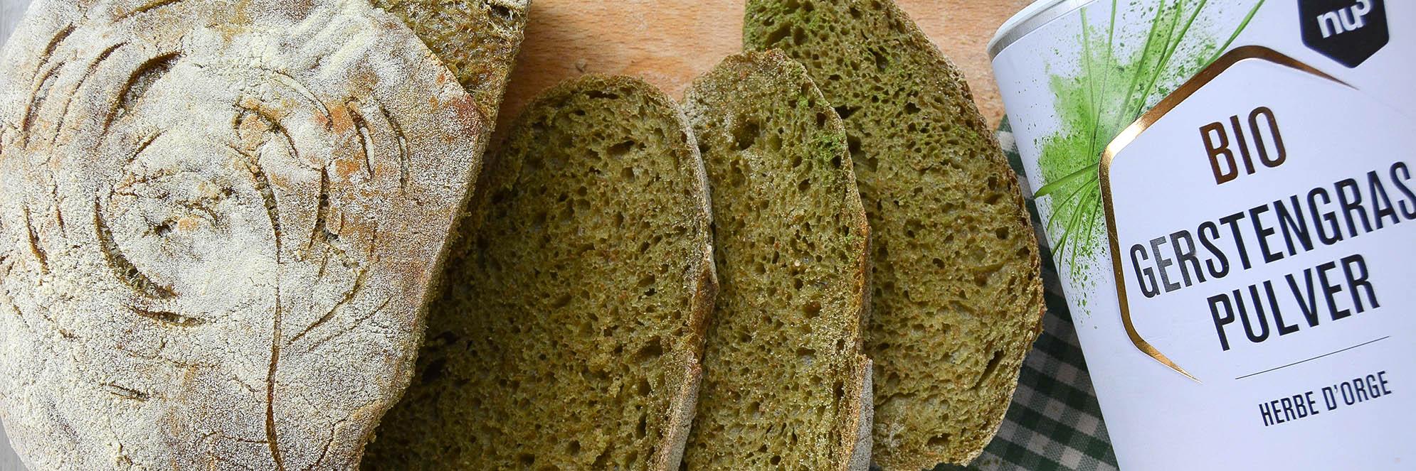 Pane verde con erba di orzo e lievito madre