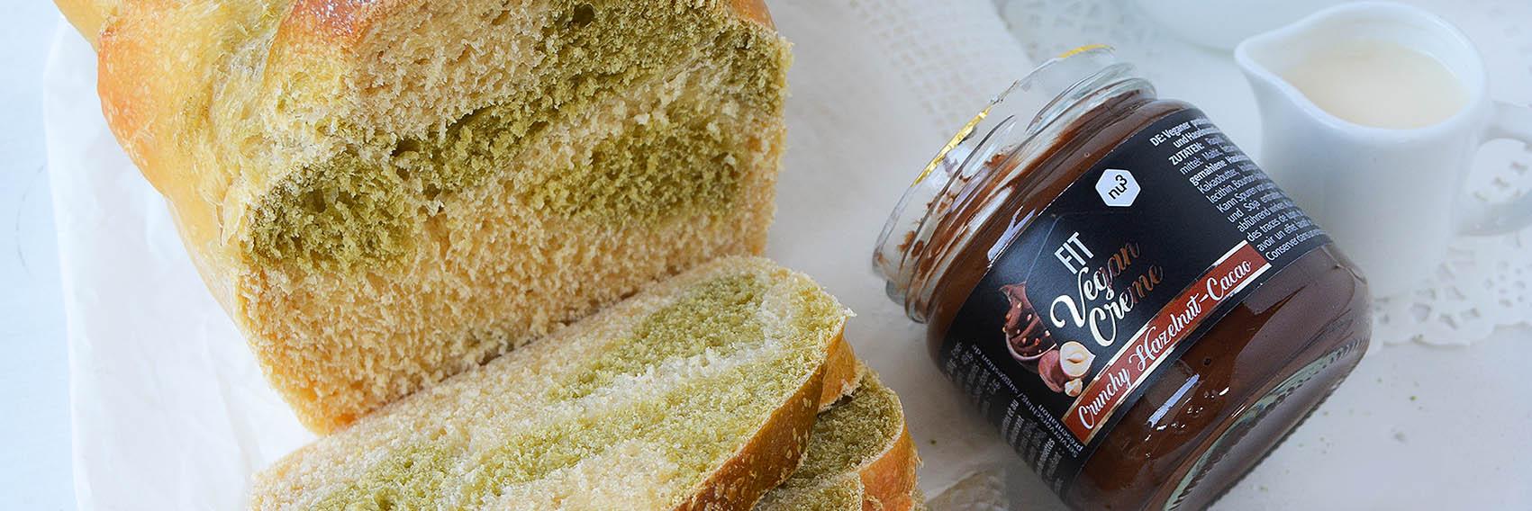 Pan brioche variegato al matcha